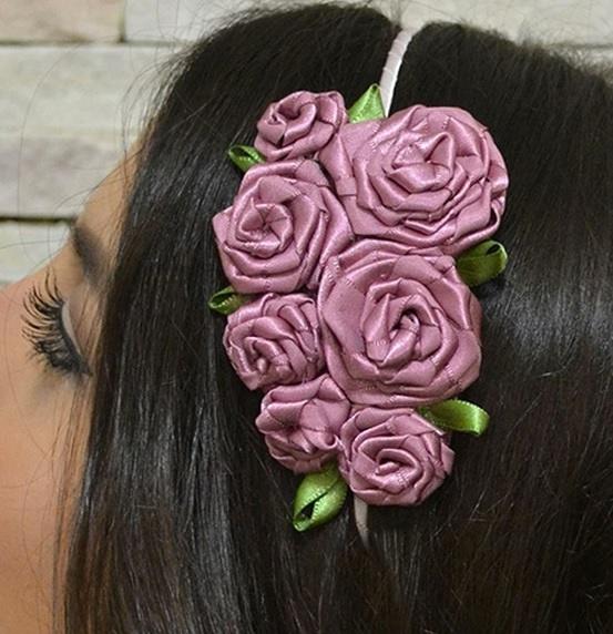 Как выполнить украшение для волос: ободок с розочками