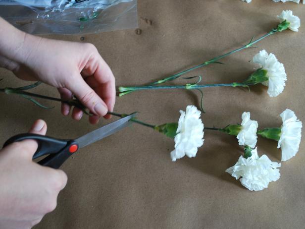 Как сделать флористическую новогоднюю композицию в виде снеговика