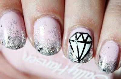 Рисунок бриллиант на ногтях