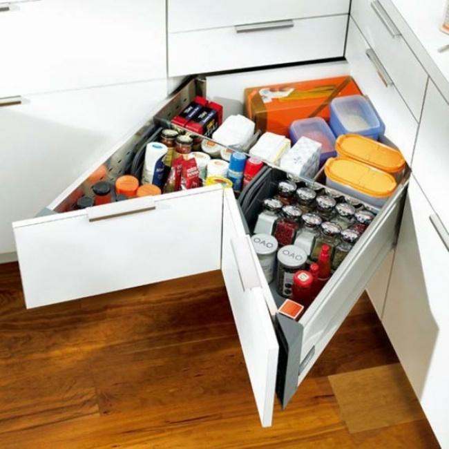 Как правильно организовать место на маленькой кухне для удобного хранения