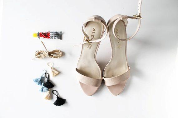 Как быстро преобразить классические босоножки в стильную модель на шнуровке