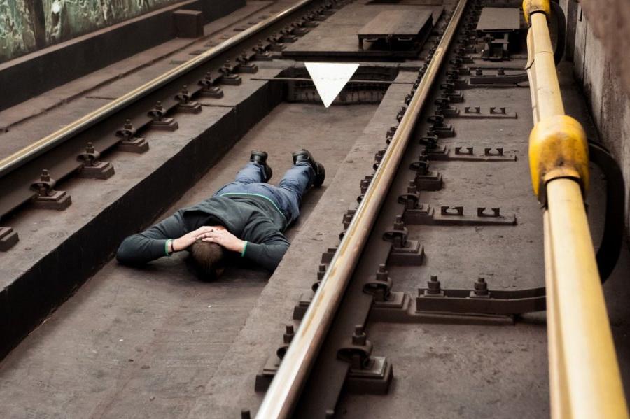 Как правильно поступить, если вы упали с платформы в метро?