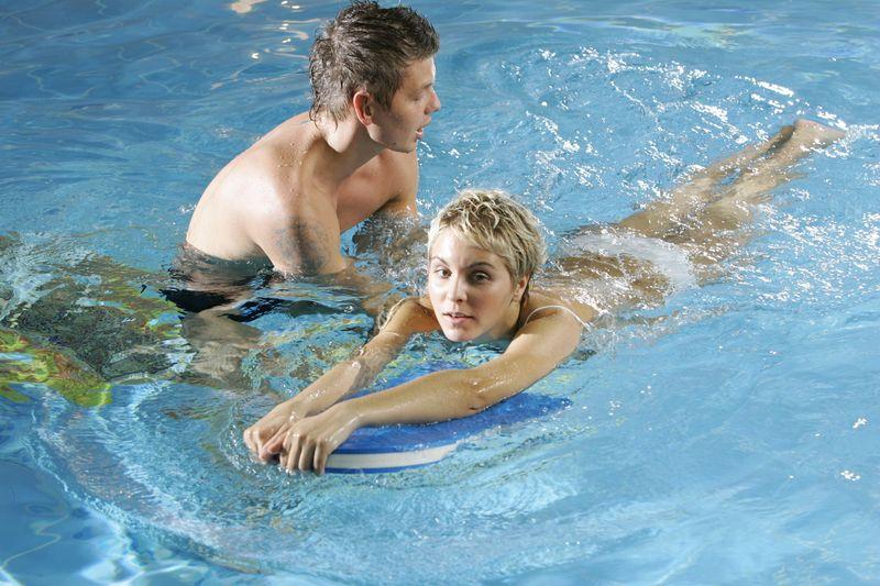 научиться плавать