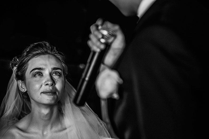 Свадебные снимки-лауреаты фотонаград 2014 г.: чувства невесты, плачет
