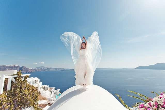 Свадебные снимки-лауреаты фотонаград 2014 г.: Греция, летящая невеста