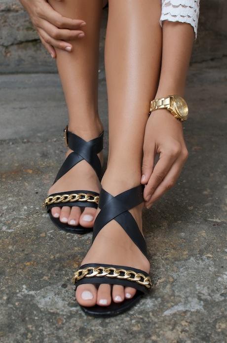 как сделать сандалии модными: украшенные цепочкой