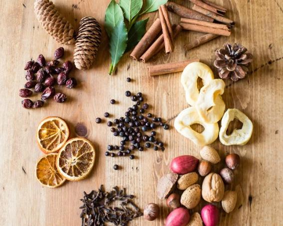 Как наполнить дом новогодними ароматами: 7 простых способов