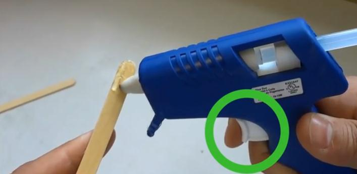 Как правильно пользоваться клеевым пистолетом для рукоделия?