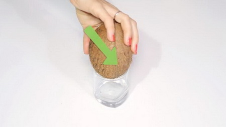 Как правильно и быстро расколоть кокос?