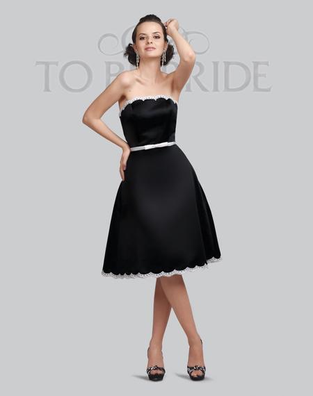 Пояс четко на талии в платье для вечеринок с облегающим верхом