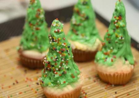 Как сделать новогодний десерт в форме елки?