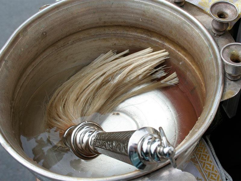Как самому почистить квартиру святой водой - Приморско-Ахтарск