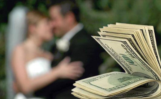 Как оригинально подарить деньги на свадьбу. 7 способов