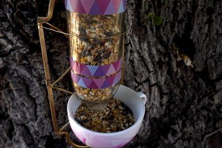 Как сделать кормушку для птиц из старого бра?