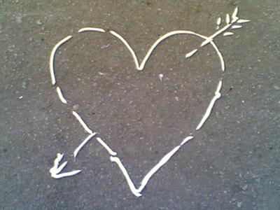 Вот такое сердце можно нарисовать на зеркале
