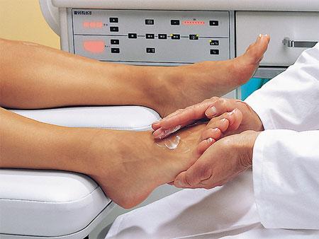 Как лечить трещину на стопе