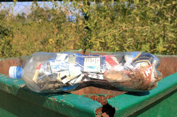 Пластиковая бутылка - контейнер для ракушек, камешков и мусора