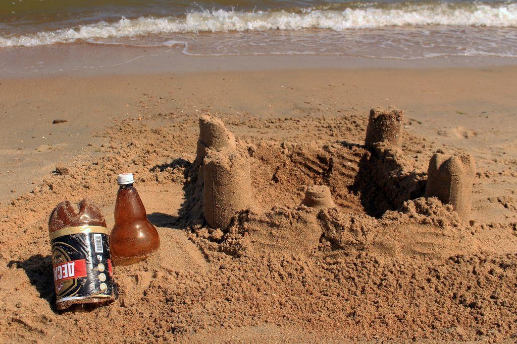 Пластиковая бутылка - формочки для строительства замка из песка