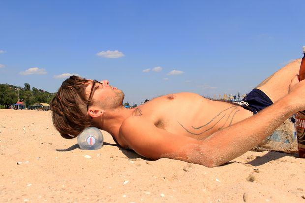 Пластиковая бутылка - пляжная подушка