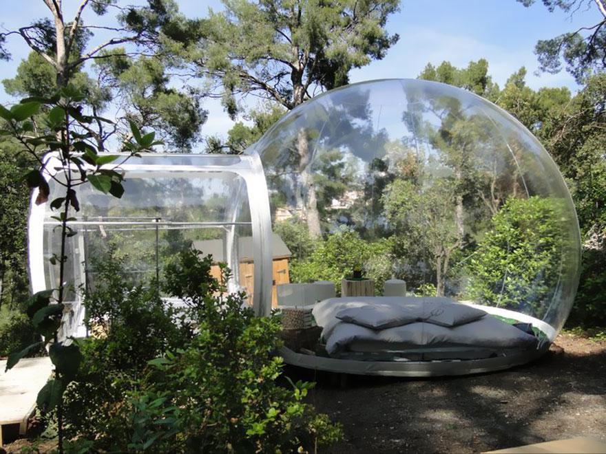 «Отель пойманной мечты» (Attrap Reves Hotel) из прозрачных надувных номеров-пузырей, Франция - пузырь с близкого расстояния