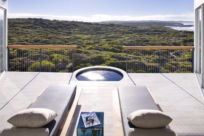 5-тизвездочный Южноокеанический лодж на острове Кенгуру В Австралии (The Southern Ocean Lodge) - терраса с джакузи