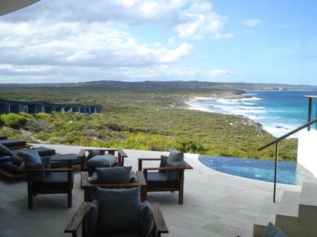 5-тизвездочный Южноокеанический лодж на острове Кенгуру В Австралии (The Southern Ocean Lodge) - терраса с видом