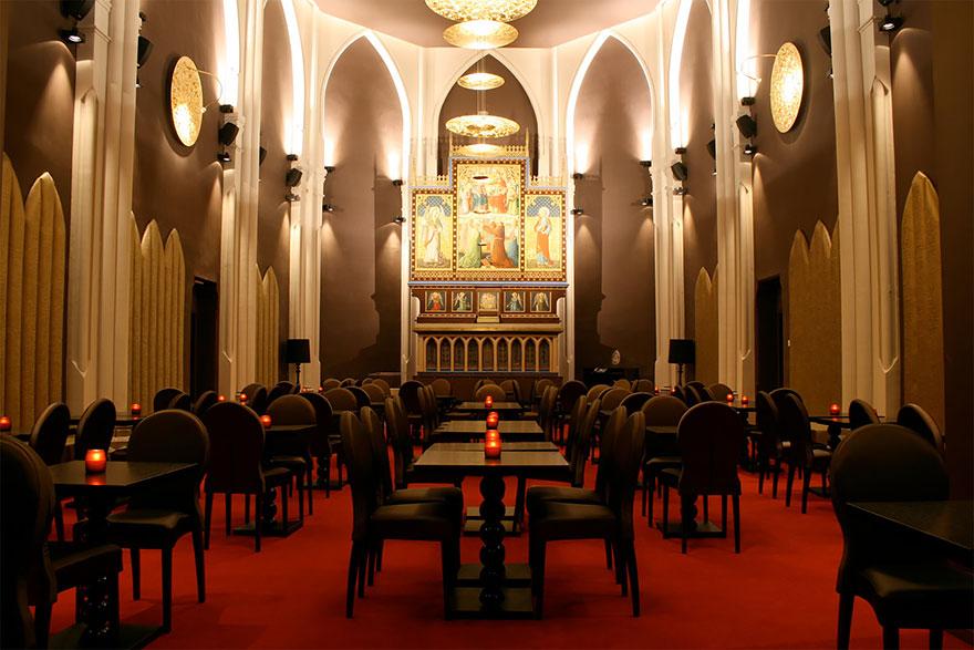4-хзвездочный отель в церкви – «Martin's Patershof Church Hotel», Мехелен, Бельгия - обеденный зал в алтарной