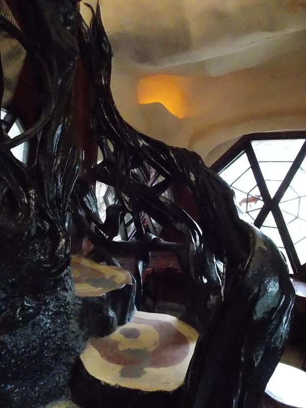 «Гостевой дом Ха Нга» (Hang Nga Guesthouse), Вьетнам - лестница из веток в номере