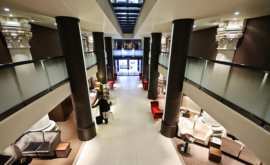 4-хзвездочный отель в церкви – «Martin's Patershof Church Hotel», Мехелен, Бельгия - холл