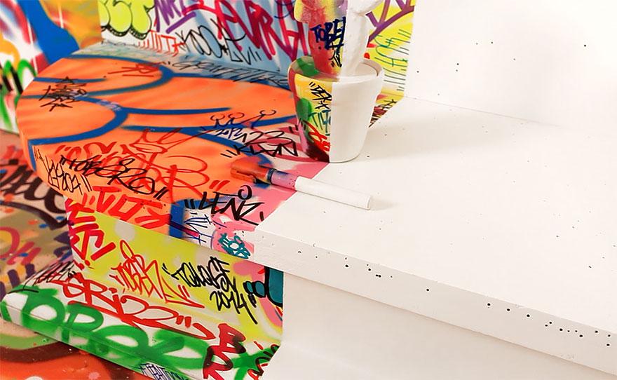 «Комната паники», наполовину украшенная граффити (Half Graffiti Room, Panic Room), отель «Au Vieux Panier» («В старой корзине») в Марселе, Франция
