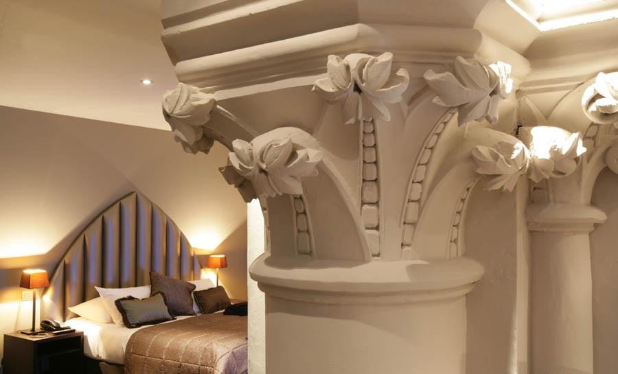 4-хзвездочный отель в церкви – «Martin's Patershof Church Hotel», Мехелен, Бельгия - номер с колоннами