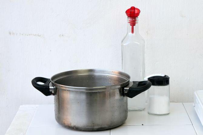 Как очистить утюг в домашних условиях: 5 эффективных способов