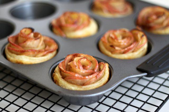 Как испечь самый простой мини пирог с розой из яблока?