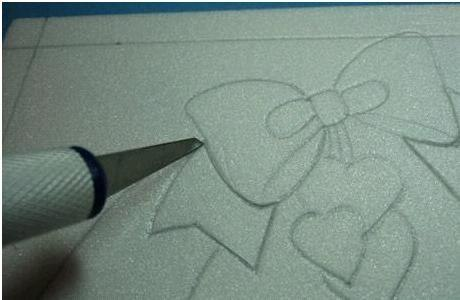 Как сделать картину на пенопласте с помощью лоскутов ткани