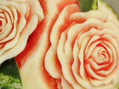 Как вырезать розу на арбузе