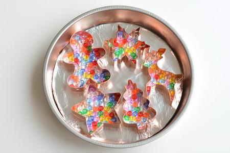 Как сделать елочные игрушки из расплавленных бусин?