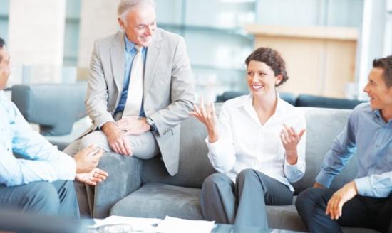 Интроверты плохие ораторы: женщина центр коллектива на работе