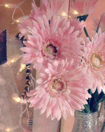 Как украсить дом искусственными цветами