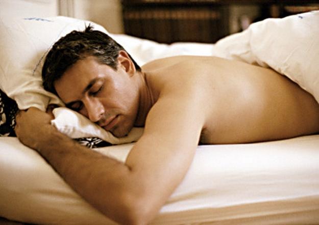 Как позы во время сна влияют на наше здоровье: плюсы и минусы