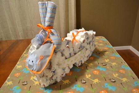 Как сделать велосипед из подгузников на подарок для малыша?