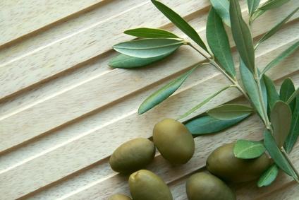 Миелиновая оболочка в основном состоит из кислоты жирной незаменимой: олеиновой кислоты, омега-6, найденной в рыбе, оливках, курице, орехах и семенах