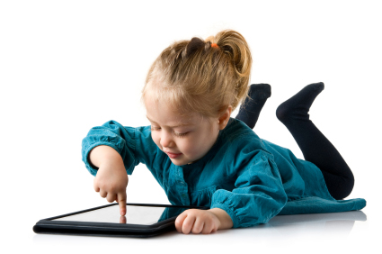 девочка или мальчик обязательно найдут для себя интересные сборники сказок и рассказов, игры, музыкальный плеер, приложения для рисования и раскрашивания, и даже музыкальные видеофайлы