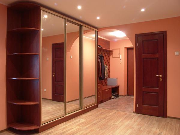 Как выбрать универсальный и функциональный шкаф-купе для своей квартиры?