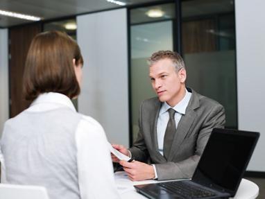 В вопросах ситуационного интервью у кандидатов/соискателей справляются о том, как бы они стали отвечать или реагировать в специфических ситуациях
