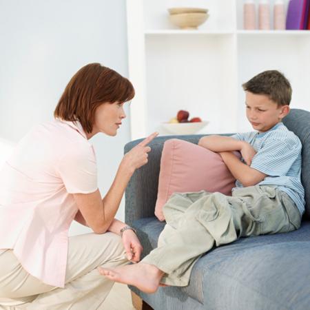 Родители не только имеют право устанавливать ограничения на поведение детей, в зависимости от семейных ценностей, но так же и несут ответственность за соблюдение ребенком этих ограничений