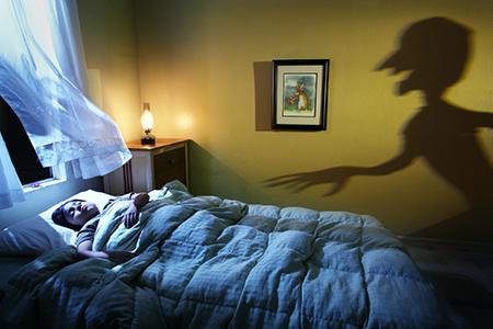 Так же малыш может начать паниковать, когда поймет, что остался один в комнате и кровати