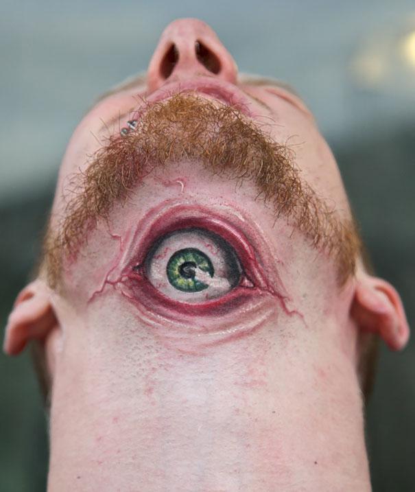 3D (объемные) и фото-татуировки: глаз в складках кожи под подбородком