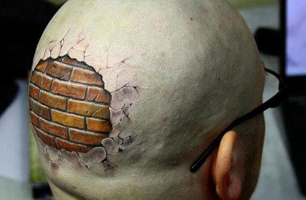 3D (объемные) и фото-татуировки: кирпичная стена на лысой голове на затылке под кожей