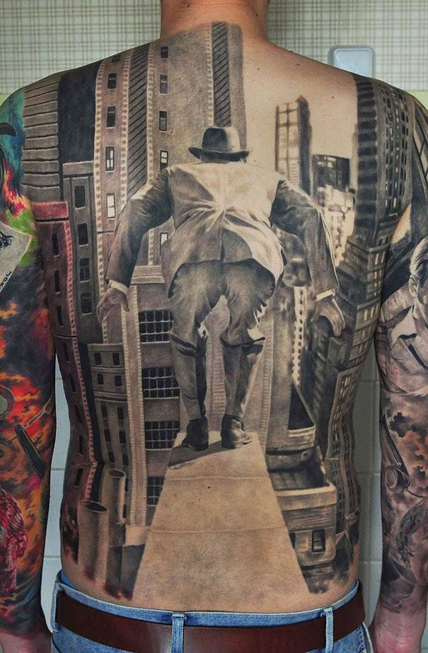 3D (объемные) и фото-татуировки: картинка из черно-белого старого кино на спине