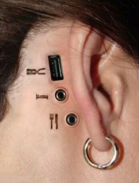 3D (объемные) и фото-татуировки: компьютерные слоты и разъемы за ухом
